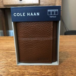 MENS COLE HAAN LEATHER TRIFOLD WALLET NWT!
